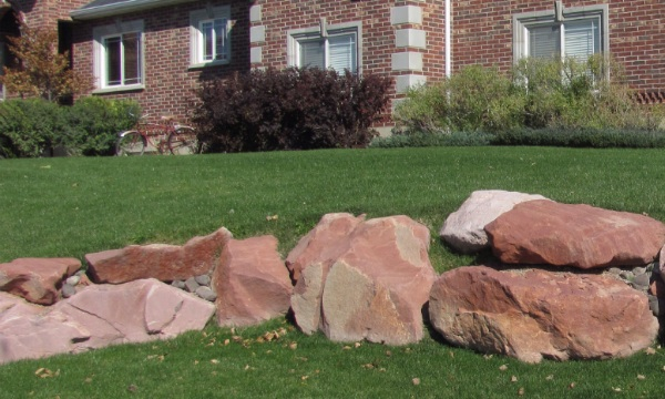 Cherokee red boulders utah landscaping rock for Landscaping rocks tooele utah