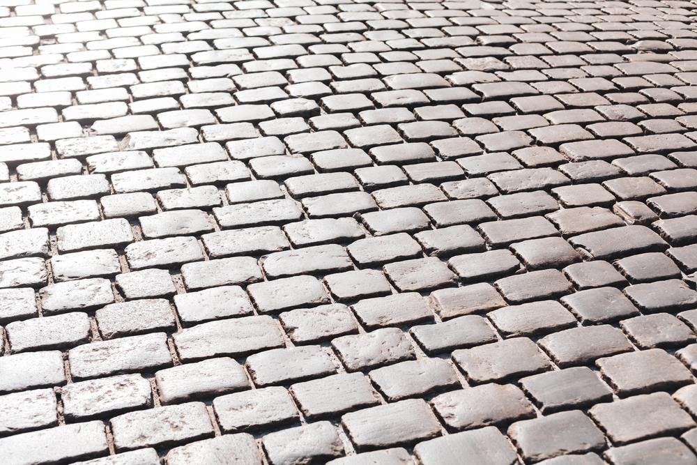 uses cobblestones within landscapes